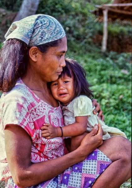 Urban poor woman & child, Philippines - Gerry Atkinson